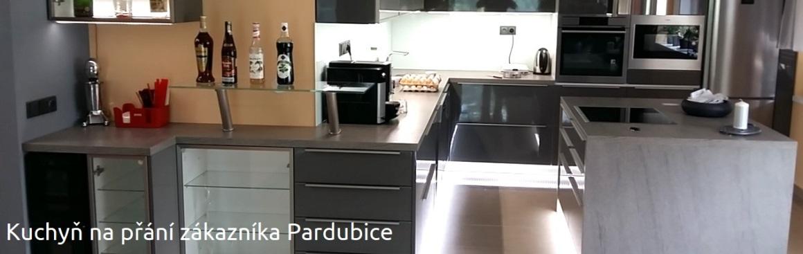 Kuchyň navžená panem arch. Hartmanem Pardubice