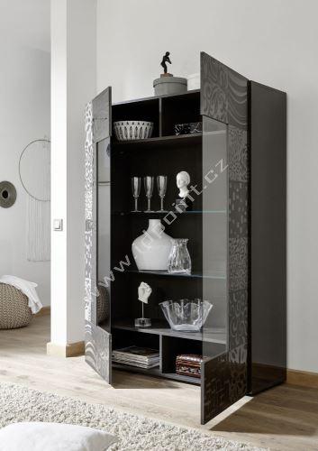 Vitrína Xaos-VET korpus šedý lak, dveře šedý vzor + čiré sklo